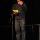 Moderator Jan Siegert erklärt die Slam Regeln beim 1. U20 Poetry Slam Erlangen im November 2010