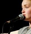 Franziska Holzheimer im Finale beim Poetry Slam Erlangen im April 2015.jpg