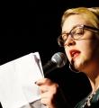 Leonie Warnke im Finale beim Poetry Slam Erlangen im April 2015.jpg
