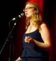 Biggi Rohm beim Poetry Slam im Dezember 2014