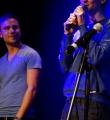"""Applausassistent"" Valentin beim Poetry Slam Erlangen im Februar 2015"