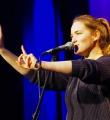Franziska Holzheimer beim Poetry Slam in Erlangen im Januar 2016