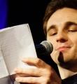 Kaleb Erdmann beim Poetry Slam in Erlangen im Januar 2017