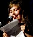 Eva Stützer beim Poetry Slam Erlangen im Juni 2015