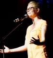 Heide Roser beim Poetry Slam Erlangen im Juni 2015