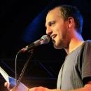 Alex Burkhard beim Poetry Slam im März 2014