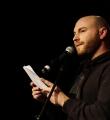 Marvin Suckut beim Poetry Slam Erlangen im März 2016