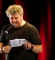 Moses Wolff im Finale beim Poetry Slam Erlangen im Mai 2015
