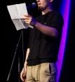 Finalist Kaleb Erdmann beim Poetry Slam im November 2014