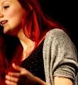 Die Finalistin Lara Ermer  beim Poetry Slam Erlangen im November 2015