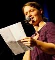 Die Finalistin Meike Harms beim Poetry Slam Erlangen im November 2015