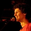 Moderator Lucas Fassnacht beim Poetry Slam Erlangen im Oktober 2013